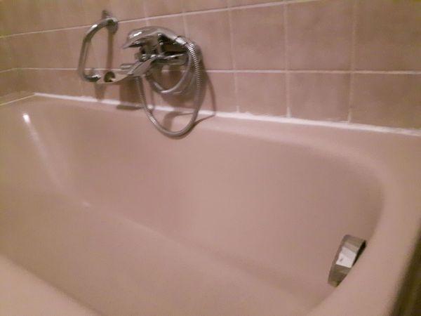 Silikonfugen Fliesenfugen Bad Dusche Sanierung Silikon Kalkreiniger