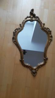Spiegel mit goldenem