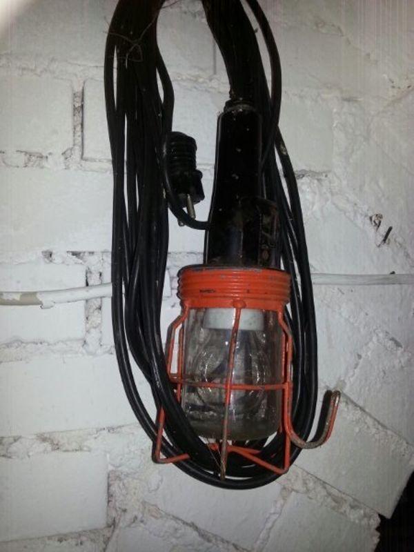 Stall Lampe - öhringen - Stall Lampe ist noch voll funktionsfähigmit ein und aus Schalteraus Nachlass - öhringen