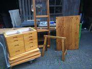Massiv-Holz Regalsystem mit Schreibtisch