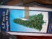 Verschiedene Kunst-Weihnachtsbäume