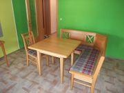 Eckbank mit Tisch und Stuhl