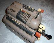 Kurbel-Rechenmaschine aus den 1950-er Jahren