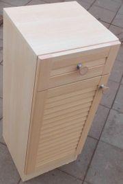 Kleiner Schrank mit Schublade und