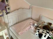 Kinderzimmerbett in weiß