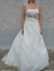 Brautkleid mit Schleier