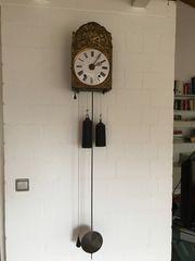 Burgunder Uhr