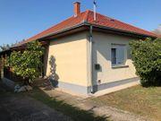 Ungarn Haus mit Nebengebäude auf