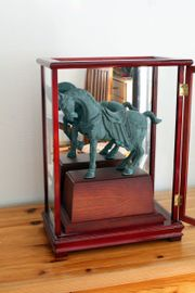 Antike Pferdeskulptur in