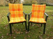 2 grüne Gartenstühle (