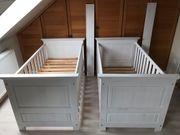 2 Babybetten aus massivem Holz