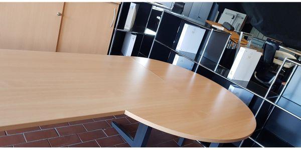 Schreibtisch Freiform mit Besprechungstisch