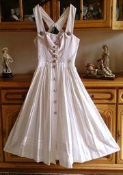 Hochzeitskleid im Trachtenstil von Chiemseer