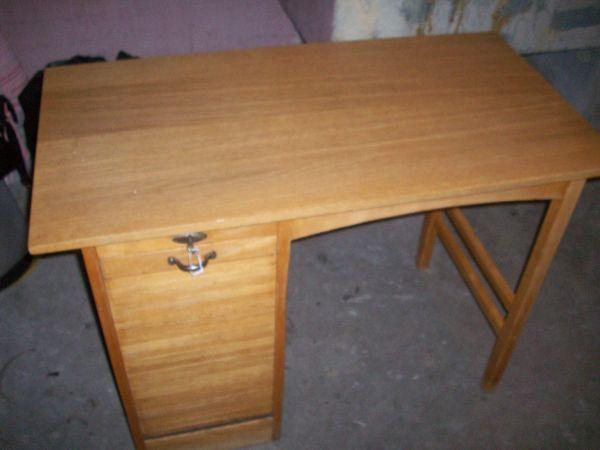 Rolladen Schreibtisch Rolladenschrank 50er Jahre TOP gepflegt in ...