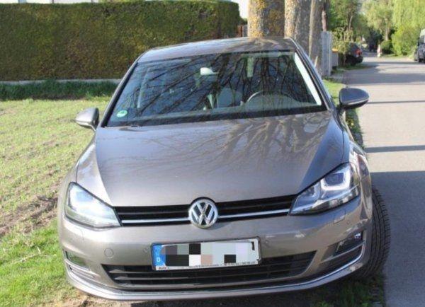 """Volkswagen Golf 7 - 1. 4 TSI DSG Highline - Puchheim - Volkswagen, Golf, Limousine, Benzin, 150 PS, 52.150 km, EZ 03/2015, Automatik, Grau, Metallic,Scheckheftgepflegt,Nichtraucherfahrzeug. 2. HandBenziner, 7-Gang- Automatik4/5-Türer, 5 Sitzplätze, Alufelgen 17""""Sitzheizung Fahrersitz mit Massagef - Puchheim"""
