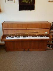 Klavier von der Firma Geyer