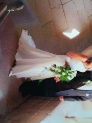 Elegant verspieltes Brautkleid ivory in