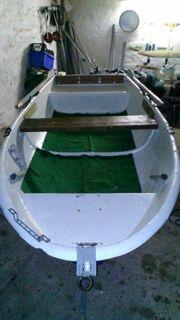Ruderboot mit Hafentrailer