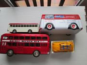Vier Auto Modelle aus Blech