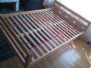 Bett aus massivem