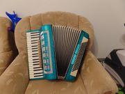 Akkordeon Rhythmus 120 Bässe mit