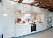 Hochwertige Designer-Küche in weiß Echtglas-Fronten