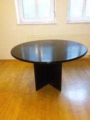 Schwarzer Esstisch aus