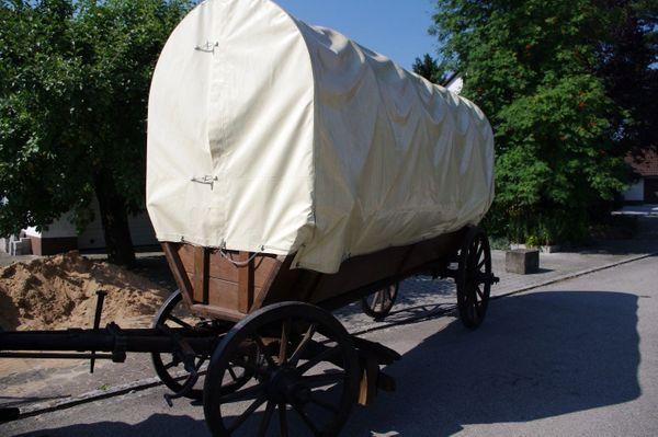 Fahrbarer restaurierter Planwagen für Liebhaber