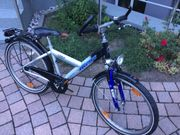 Das Jungen Fahrrad
