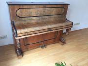Antikes Klavier von