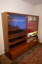 2 Bücherschränke mit Glastüren und