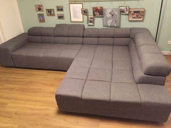 Gebrauchtes Sofa Mit Einigen Kaputten Stellen Für Selbstabholer Zum