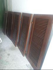 Fensterläden Holz zu verschenken