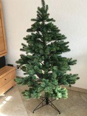 Christbaum mit Weihnachtsschmuck