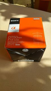 Sony Alpha Objektiv DT50 f1
