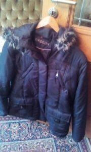 Schwarze Winterjacke,von