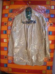 Diverse Jacken auch für Regen