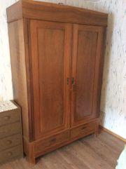 Antiker Kleiderschrank Weichholz