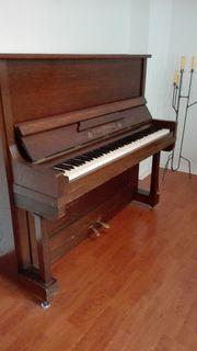 Klavier Urbas Reisshauer