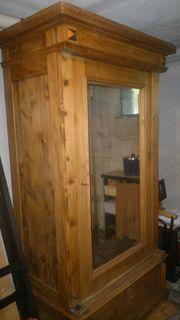 Holzschrank antiquarisch