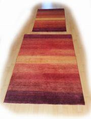 2 Teppiche neuwertig inverschiedenen Rotfarben