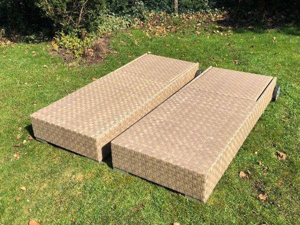 Zwei exklusive Design Gartenliegen, Geflechtmöbel aus Polyrattan in ...
