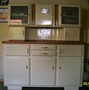 Küchenschrank und Kommode