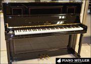 Intarsiertes Klavier von