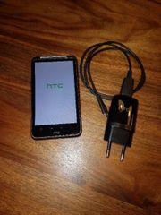 HTC Desire HD mit Ladekabel