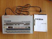 Roland TR 909 mit Handbuch