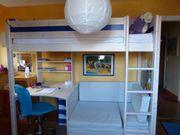 Hochbett mit Sitzecke und Schreibtisch