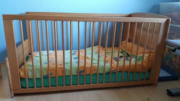 Schönes HERLAG Kinderbett aus Massivholz