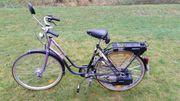 Fahrrad mit Hilfs-