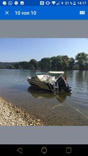 Motorboot mit Kajüte und Hafentrailer